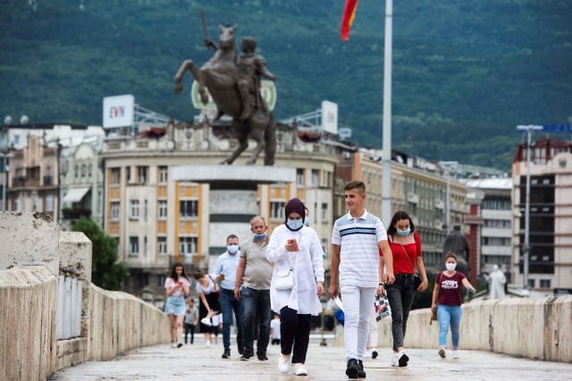 Makedonci proglašavaju krizno stanje