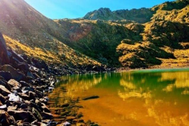 Beauté naturelle des lacs de Rrajca aux valeurs énormes