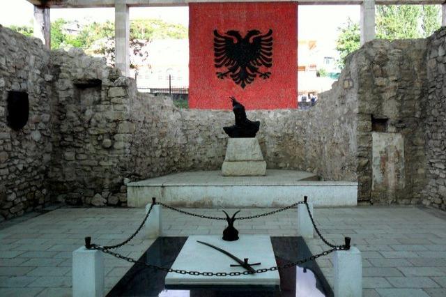 Die Albaner haben heute des 553 Todestages des Nationalhelden, Gjergj Kastrioti Skanderbeg, gedacht