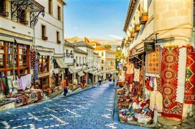 Gjirokastra accueille les visiteurs sans discontinuer