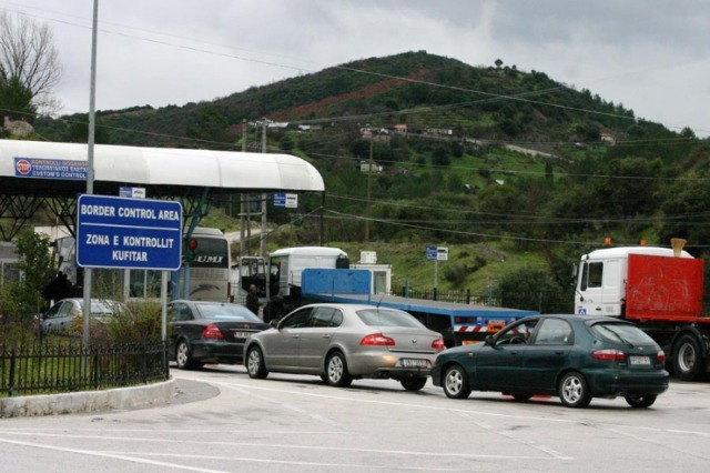 Albanian and Serb citizens can move freely only with the identity card