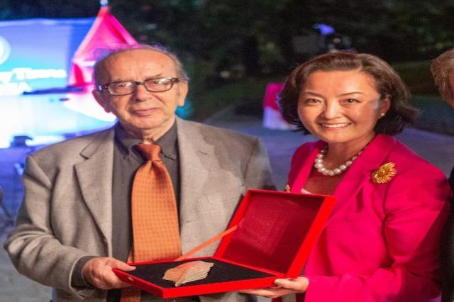 US Ambassador Yuri Kim congratulates Ismail Kadare: His contribution to literature, ageless and beoyond borders