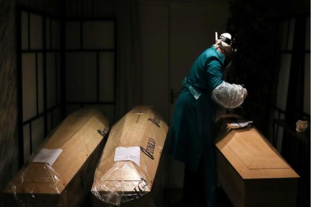 Reuters: Smrti od koronavirusa širom sveta premašuju 2,5 miliona