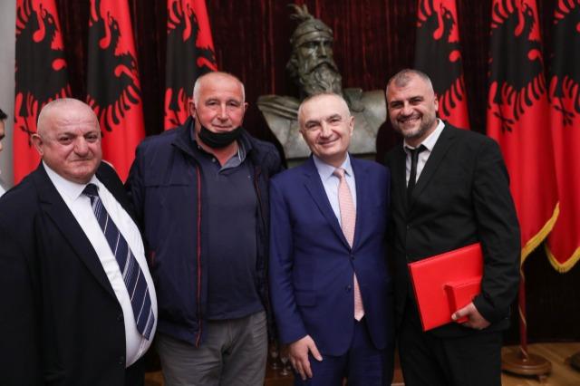 """Der albanische Staatspräsident ehrt den nationalen Verein """"Skënderbegasi"""" mit dem Orden """"Ehre der Nation"""""""