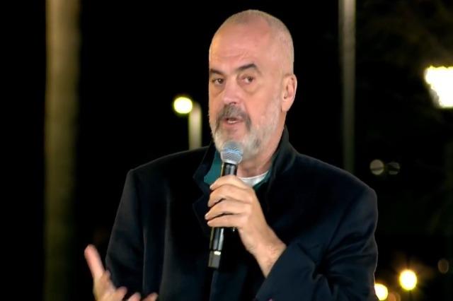 Der Regierungschef, Edi Rama, traf sich mit Intellektuellen der Hafenstadt Durrës