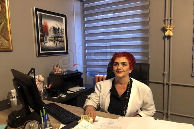 Die Direktorin des Krankenhauses   für Infektionskrankheiten, Najada Çomo  Kandidat für den Abgeordneten  bei den Wahlen am 25. April