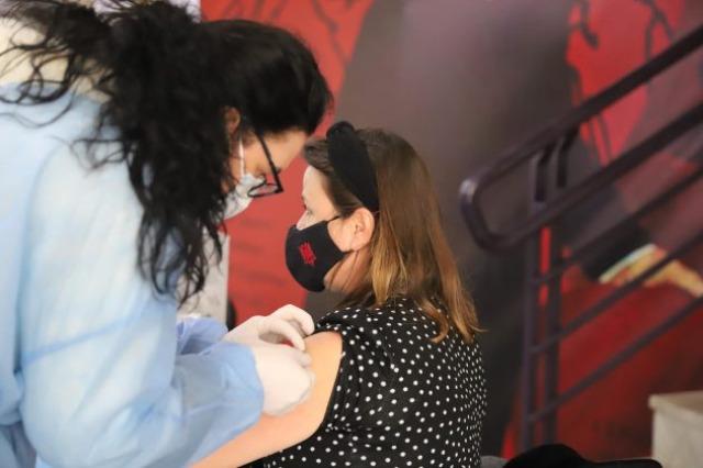 Die  Gesundheitsministerin, Ogerta Manastirliu: 2664 Lehrer sind geimpft, der Prozess breitet sich im ganzen Land aus