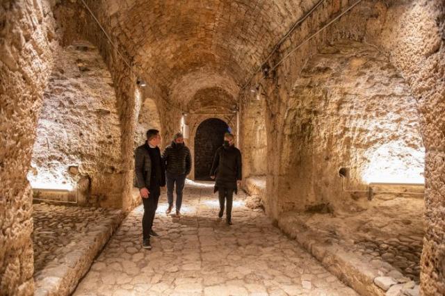 Kruja kalesinde aydınlatma projesi tamamlanmak üzere