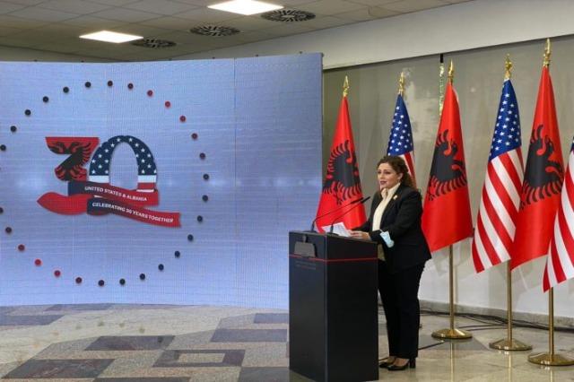 Veranstaltung im Europa- und Außenministerium über  den 30. Jahrestag der Wiederaufnahme der diplomatischen Beziehungen mit den USA