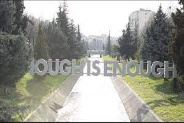 """In Tirana wurde die Installation """"Enough is Enough"""" eingeweiht"""