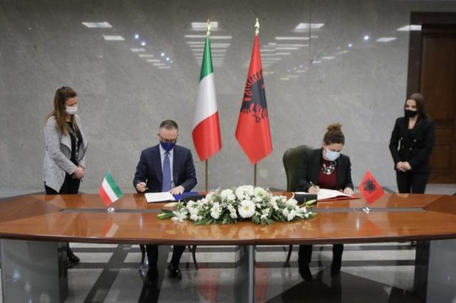 Italien erkennt offiziell albanische Führerscheinen an, das Abkommen wird unterzeichnet