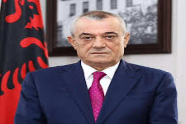 The Speaker of the Albanian Parliament, Gramoz Ruçi congratulates his new counterpart from Kosovo, Glauk Konjufca.