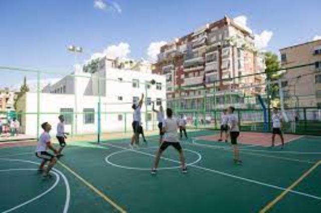62 spor sahası ve spor salonu 8 yılda inşa edildi ve yeniden inşa edildi