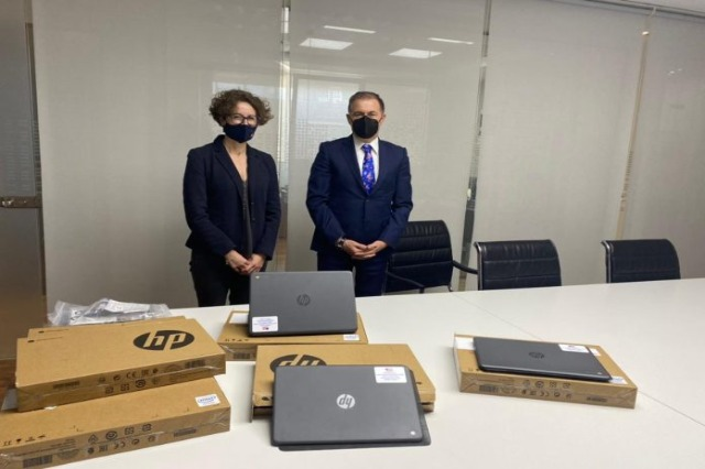 USA donates laptops for the customs administration