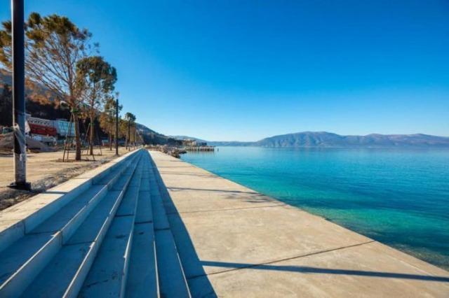 Lungomare 2 vers la fin de la nouvelle saison touristique, avec une plage publique 5 étoiles