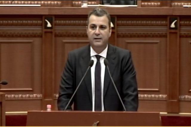 Der Gouverneur der  albanischen Nationalbank präsentiert den Bericht  für das Jahr 2020 im albanischen Parlament