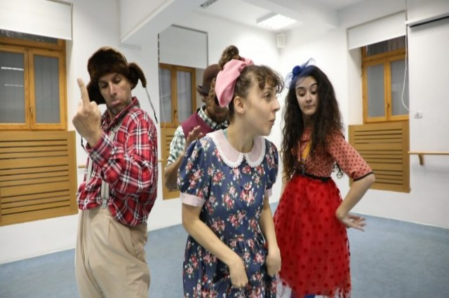 """Artistic life in Tirana kicks off with """"The Bald Singer"""" at Metropol Theatre"""