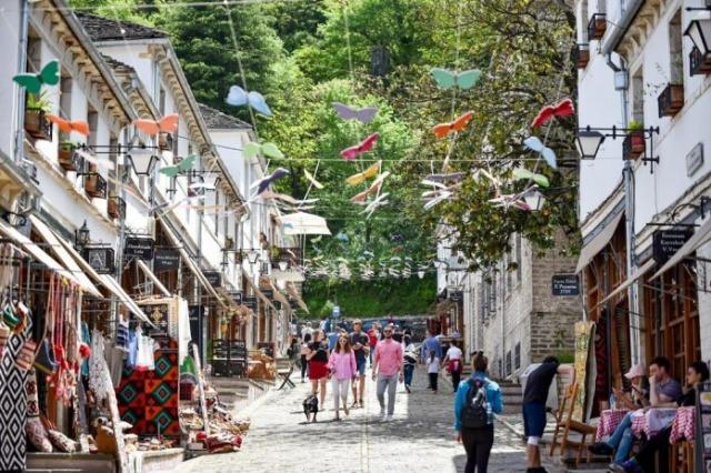 """Gjirokastra """"regorge"""" de visiteurs le week-end, Golemi: Nouveaux projets, valeur ajoutée de notre offre touristique"""
