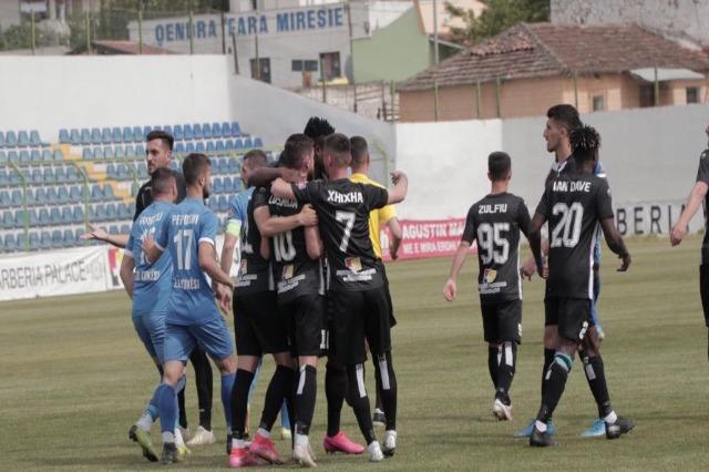 Partizani Tirana führt die  Tabelle mit 57 Punkten in der Superliga an