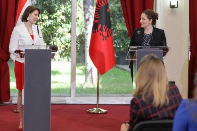 Xhaçka mit der österreichischen Ministerin Edstadler: Die Mitgliedschaft der westlichen Balkanländer in der EU sollte beschleunigt werden