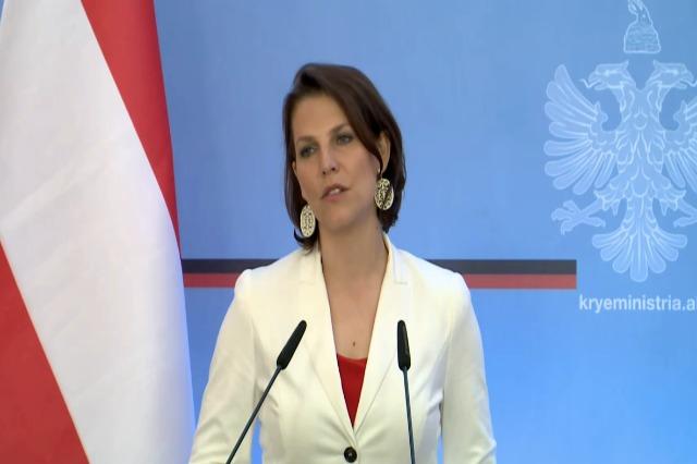 Die österreichische  Bundesministerin für EU und Verfassung, Karoline Edtstadler hält sich zu einem Besuch in Albanien auf