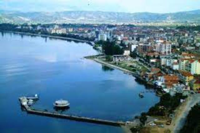 In Pogradec, am Ohrid-See hat  die neue touristische Saison begonnen