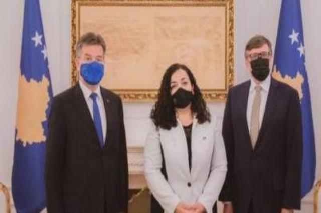 Kosova Cumhurbaşkanı Osmani, Matthew Palmer ve Miroslav Lajçak ile görüştü
