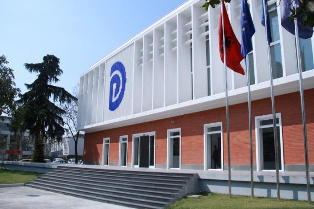 Οι υποψήφιοι πρόεδροι του Δημοκρατικού Κόμματος συνέχισαν τις περιοδείες