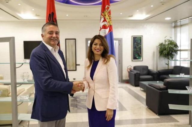 Der albanische Minister für Tourismus und Umweltschutz, Blendi Klosi traf sich mit der serbischen Ministerin für Tourismus, Tatjana Matić