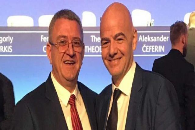 Gianni Infantino gratuliert dem Team von Teuta Durres zum Meistertitel