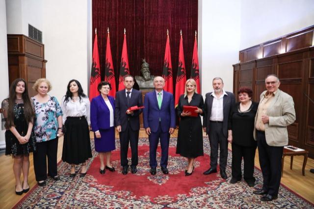 """Der  albanische Staatspräsident, Ilir Meta, ehrte zwei bekannte Chirurgen mit dem Orden """"Ehre der Nation"""""""