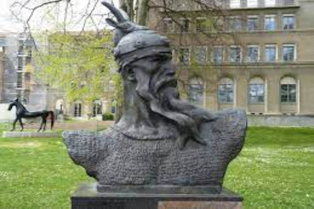 The statue of our national hero, Gjergji Kastrioti Skënderbeu is placed today in the central park of Budapest