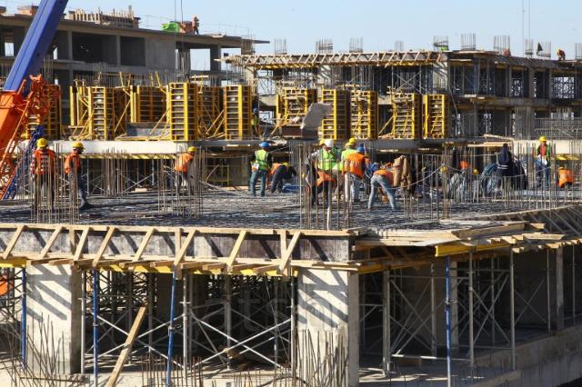 Toplam krediler içinde en yüksek paya sahip olan %20,3 ile inşaat