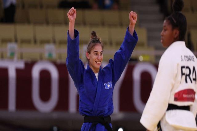 Nora Gjakova è campionessa olimpica. La francese Sarah-Léonie Cysique medaglia d'argento.