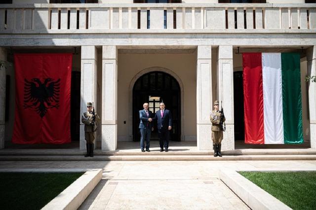Der albanische Staatspräsident, Ilir Meta, wurde von dem ungarischen Regierungschef, Viktor Orban, empfangen