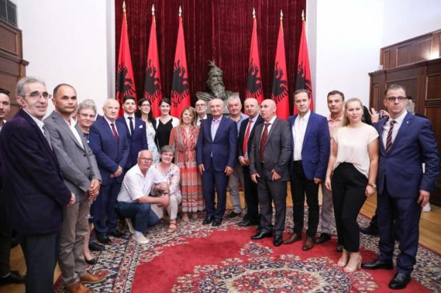 Cumhurbaşkanı Meta, Niş, Medvedja, Preşevo ve Bujanovc'tan beş seçkin aktivisti değerlendirdi