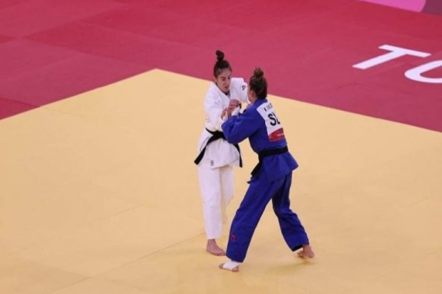 Kosovar Judoka Nora Gjakova goes to the semifinals of the Olympic Games