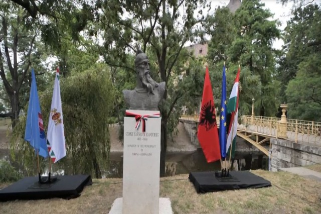 Bust Skenderbega postavljen u centralnom parku Budimpešte
