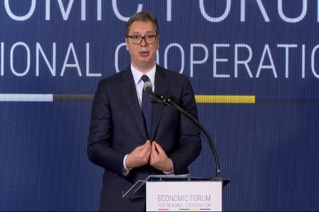Vuçiç au Forum de Skopje : « Nous devons regarder vers l'avenir, laisser quelque chose de bien aux jeunes générations !