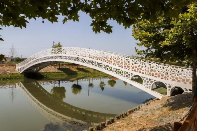 Two new pedestrian bridges alongside the promenade of Lezha