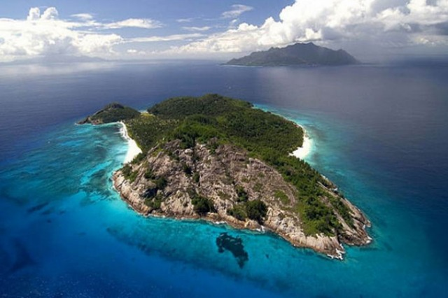 Sazani, an island surrounded by mystery and great views