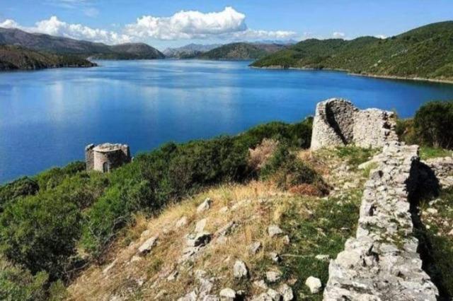 Drin Nehri üzerindeki Sarda Adası, ziyaret etmek için muhteşem bir destinasyondur