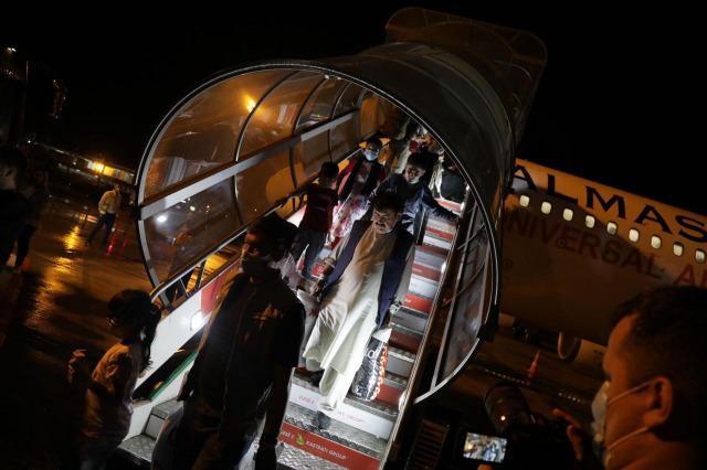 Έφτασαν στο Κόσοβο οι πρώτοι 100 Αφγανοί πολίτες