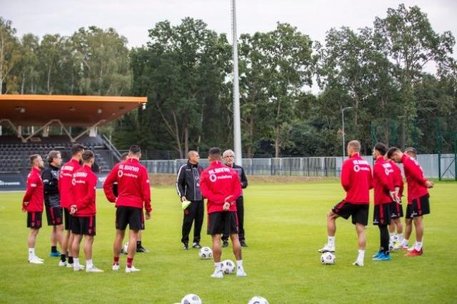 Die albanische Nationalmannschaft ist in Warschau angekommen