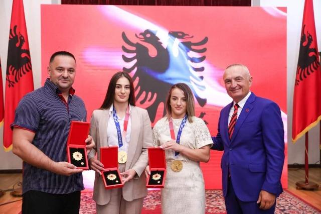 """Medaglia d'oro a Tokyo,  conferito """"Onore della Nazione""""  ai judoka del Kosovo"""