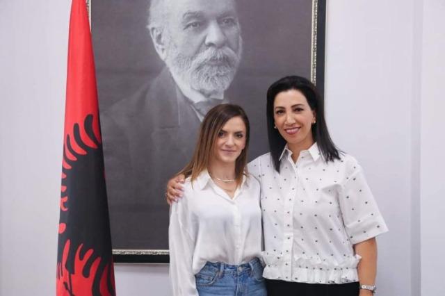 Die albanische Ministerin für Schulbildung, Jugend und Sport, Evis KUshi empfing die erfolgreiche Athletin, Luiza Gega