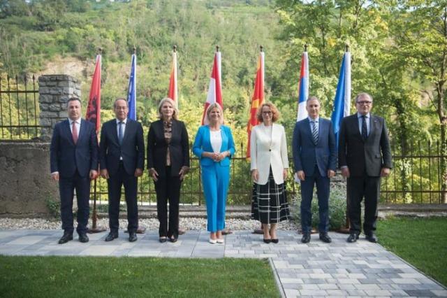 Peleshi à la conférence des ministres de la Défense des Balkans occidentaux