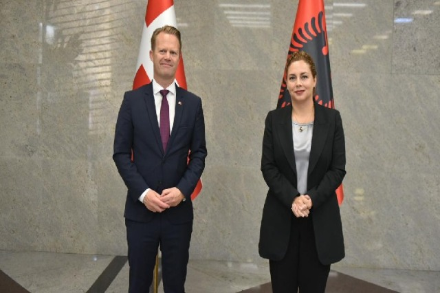 Foreign Minister Olta Xhaçka holds a meeting with her Danish counterpart, Jeppe Kofod