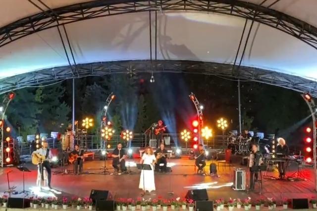 Glykeria a illuminé l'Amphithéâtre de Tirana