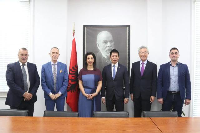 Bakan Kushi, Dünya Jimnastik Federasyonu Başkanı ile görüştü : Arnavutluk'ta jimnastiğin daha da geliştirilmesi için işbirliği